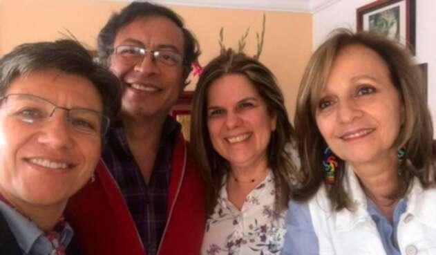 Claudia López y Gustavo Petro, reunidos en la casa de Ángela María Robledo