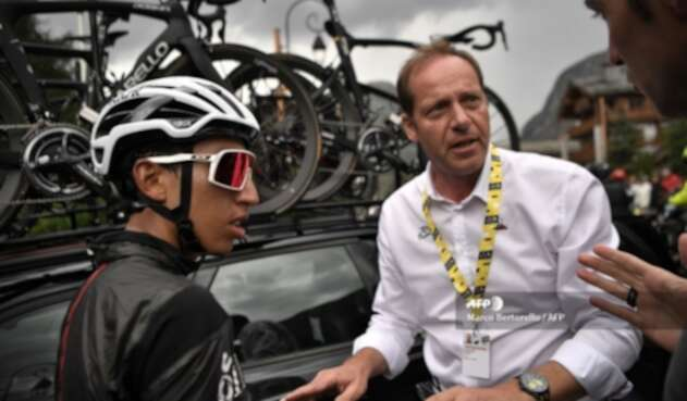 Egan Bernal y el director del Tour de Francia