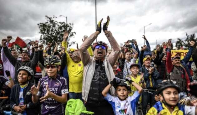 Habitantes de Zipaquirá celebran el triunfo de Egan Bernal