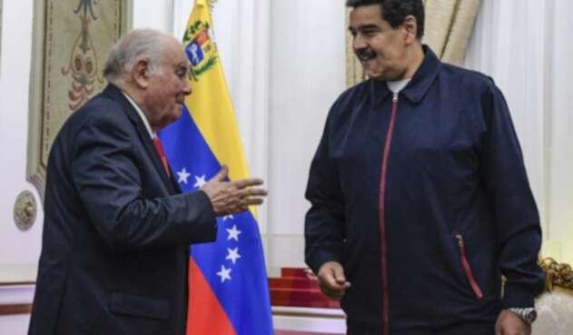Enrique Iglesias y Nicolás Maduro.