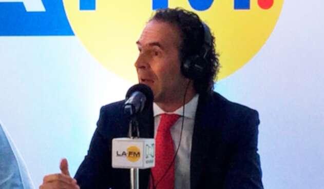 Federico Gutiérrez, alcalde de Medellín, en la mesa de trabajo de LA FM en la capital antioqueña
