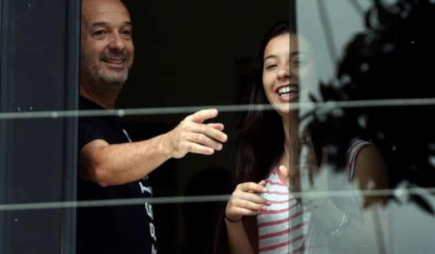 Iván Simonovis y su hija Ivana en Caracas, el 20 de septiembre de 2014