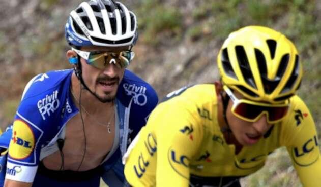 El ciclista francésJulianAlaphilippe siguiéndole el paso a Egan Bernal en la etapa 20 del Tour de Francia