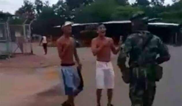 Los jóvenes que increparon a un militar en La Lizama (Santander)