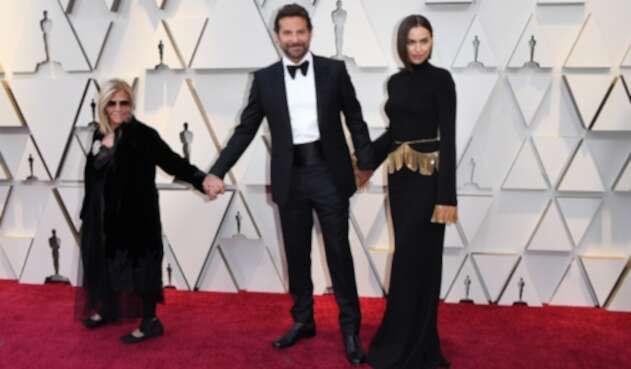 Irina Shayk, Bradley Cooper y su madre