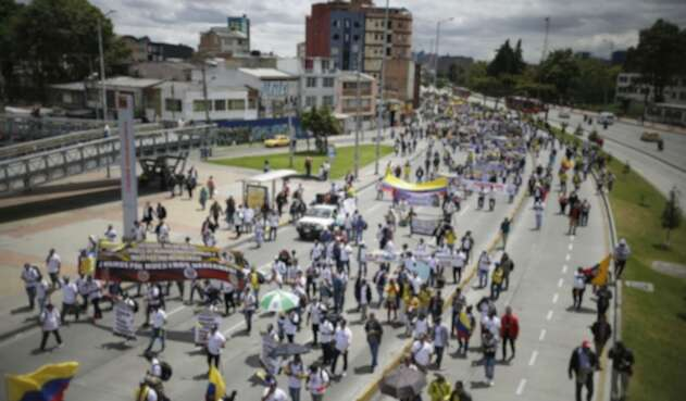 Marcha de militares en Bogotá