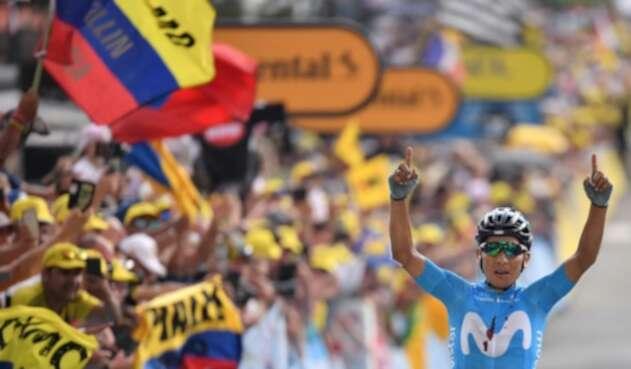 Nairo Quintana, ciclista colombiano al servicio de Movistar Team, ganando la etapa 18 del Tour de Francia 2019