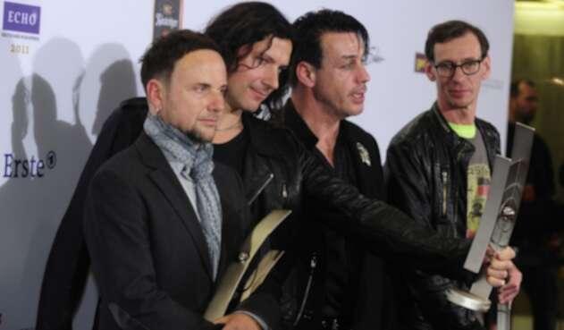 Los integrantes de la banda se dieron un beso durante un concierto como forma de protesta.