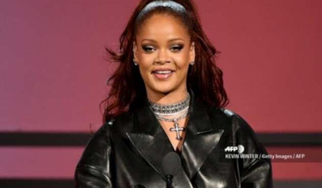 Rihanna encontró a su doble en versión mini