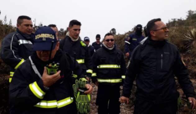 Cuerpo de Bomberos realizando trabajos tras conocer caso de universitarios perdidos en los Cerros Orientales