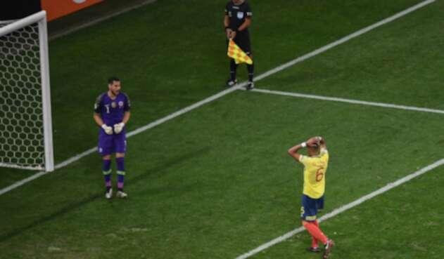 William Tesillo tras fallar penal ante Chile en la Copa América de Brasil
