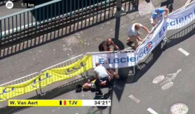 Wout van Aert, ciclista belga, tras caer en la crono individual, en el Tour de Francia