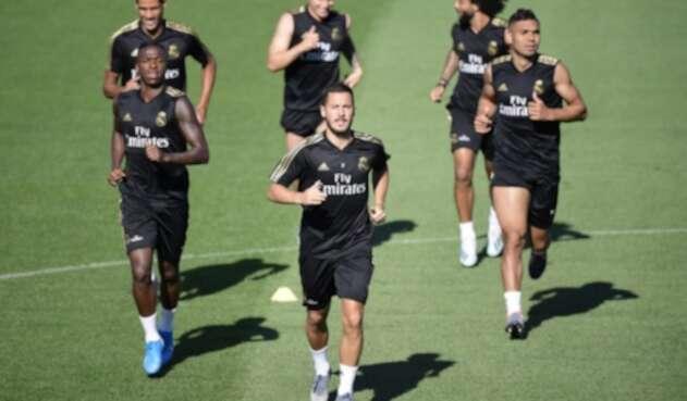 James Rodríguez entrenando con sus compañeros del Real Madrid