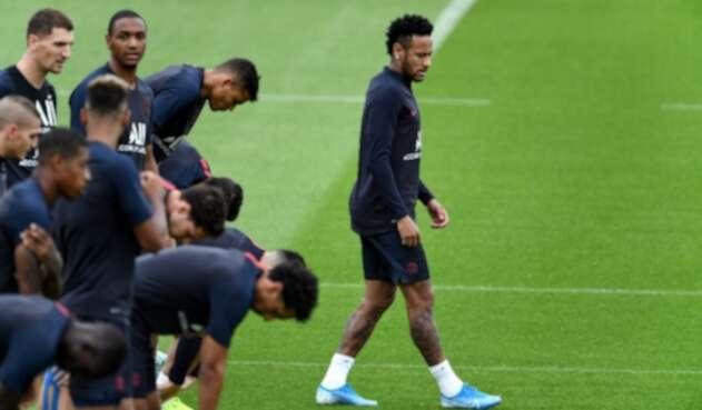 Neymar en un entrenamiento con el PSG