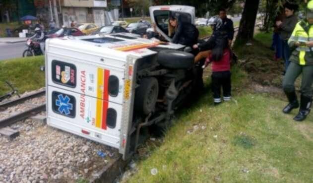 Volcamiento de ambulancia
