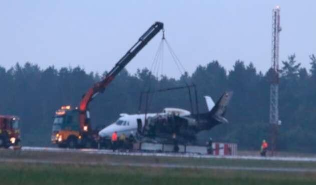 Avión del equipo de Pink se incendia