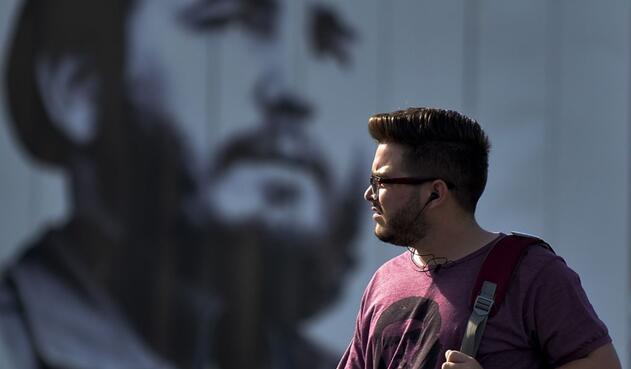 """Esta tendencia se da 60 años después de que Fidel Castro y sus rebeldes """"barbudos"""" impactaran al mundo con su revolución."""