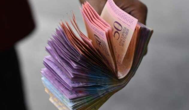 El bolívar enfrenta una seria devaluación.