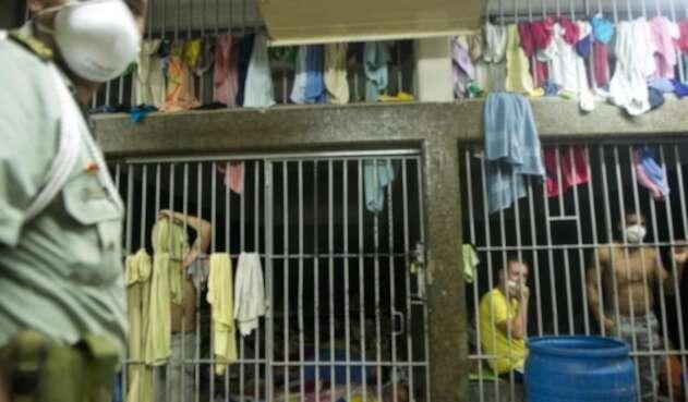 En la estación de Policía La Candelaria hay 436 personas cuando la capacidad máxima es para 80.