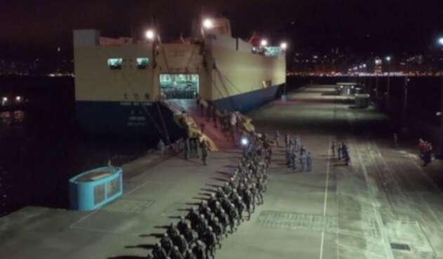 Ejército chino moviliza a cuarteles cerca a Hong Kong.