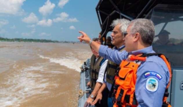 Presidente Iván Duque y el ministro de Ambiente, Ricardo Lozano, en la Amazonía.