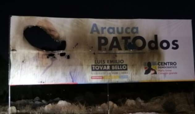 Valla de candidato uribista quemada en Arauca