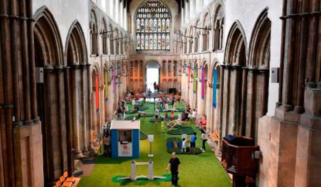 A causa de las vacaciones, la visita a las iglesias británicas en agosto no suele ser demasiado alta.