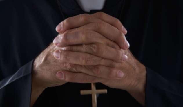 Manos sacerdote
