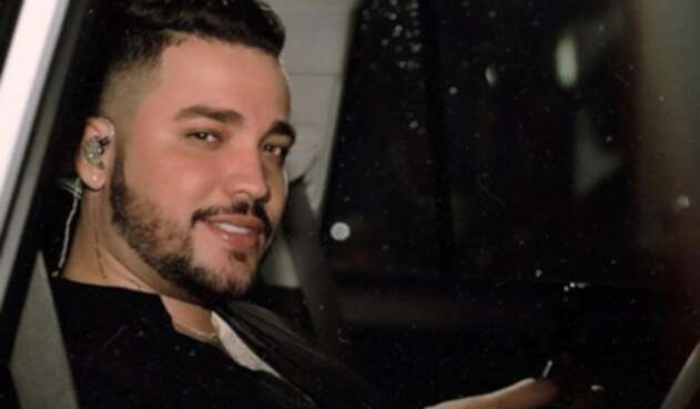 El cantante compartió una foto en un lujosa camioneta y se robó los halagos de sus seguidores