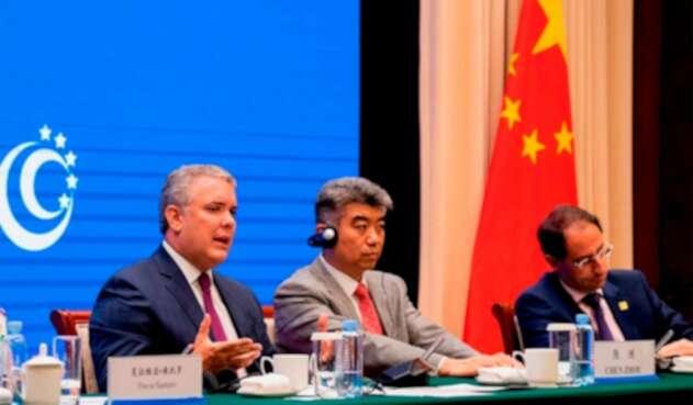 José Manuel Restrepo, ministro de Comercio (a la derecha), acompañando al presidente Iván Duque a China