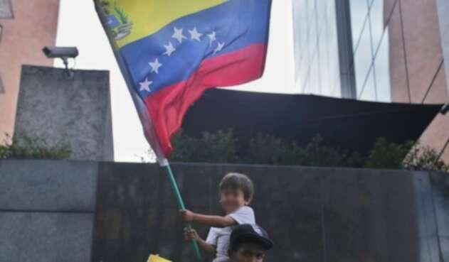Niños venezolanos en Colombia