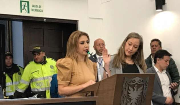 Presidenta del Concejo de Bogotá, Patricia Mosquera, posesionó como concejal a Carolina Villegas