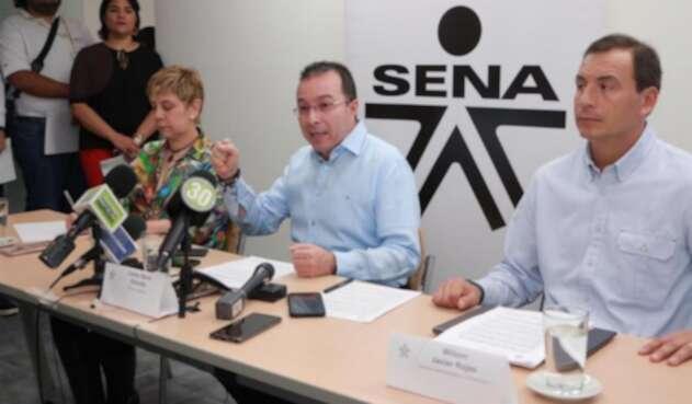 Director del Sena Carlos Mario Estrada, al centro