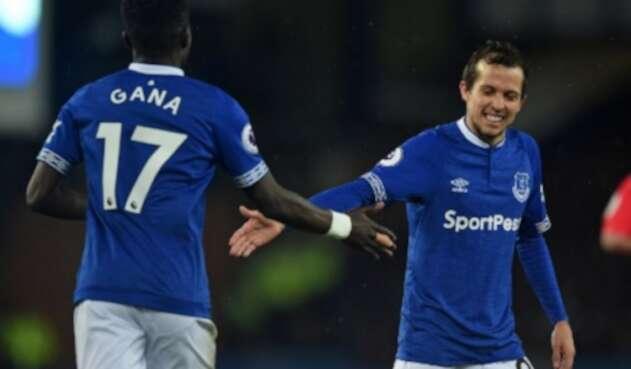 Yerry Mina titular con Everton