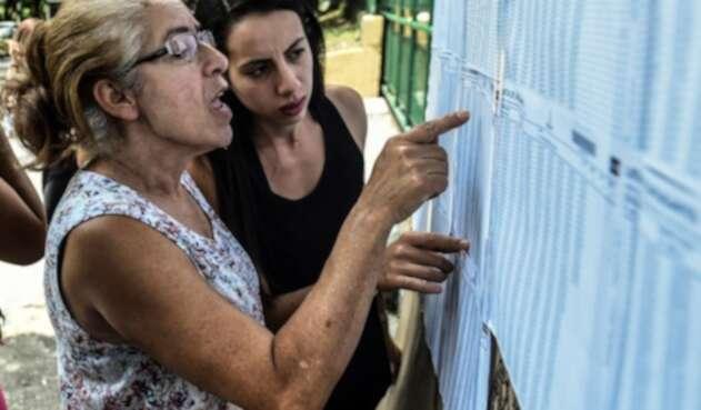 Mujeres votando en las elecciones en Colombia
