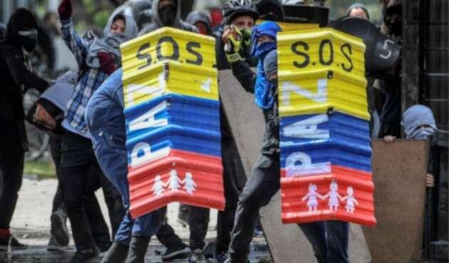 Protestas estudiantiles en las que aparecen encapuchados