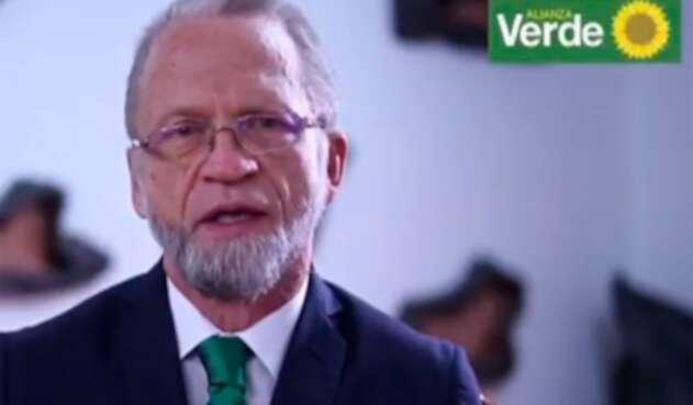 Antanas Mockus, senador, luego de un procedimiento médico contra el párkinson
