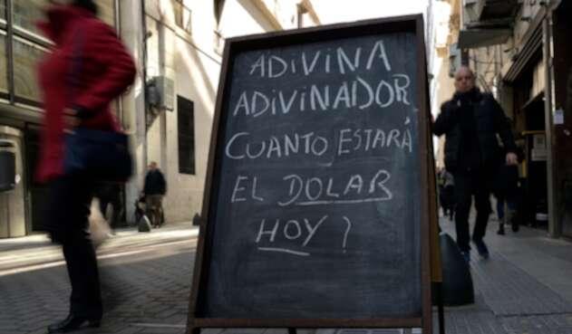 El anuncio de una casa de cambio en Buenos Aires (Argentina)