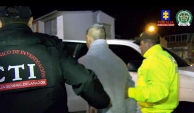 Las autoridades buscan al segundo implicado en el múltiple homicidio.