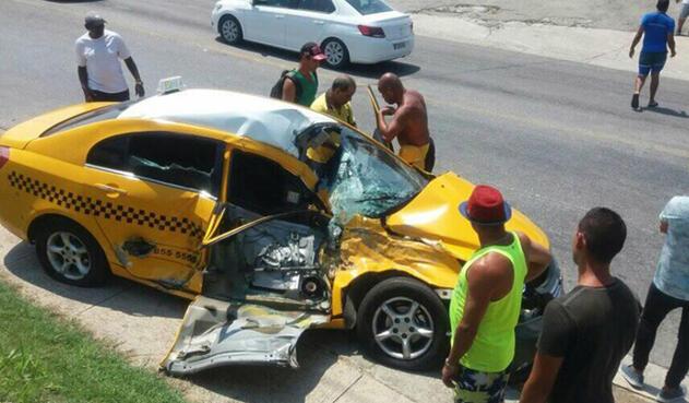 El taxi en el que se movilizaba en Cuba la pareja colombiana