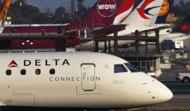 Un avión de Delta en el Aeropuerto Internacional de Los Ángeles, en California (Estados Unidos)