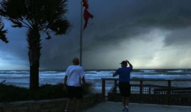 Huracán Dorian visto desde las playas de Florida