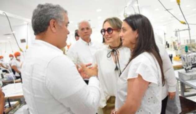 El presidente Iván Duque con la diseñadora Silvia Tcherassi