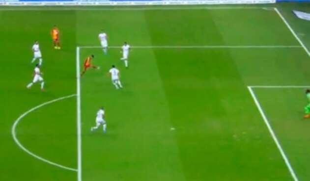 Falcao anotando su primer gol con Galatasaray