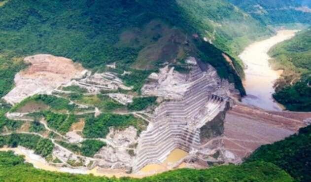 El proyecto Hidroituango en medio del río Cauca, en Antioquia.