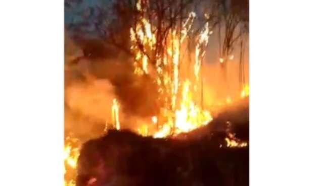 Así está el incendio forestal en Nimaima