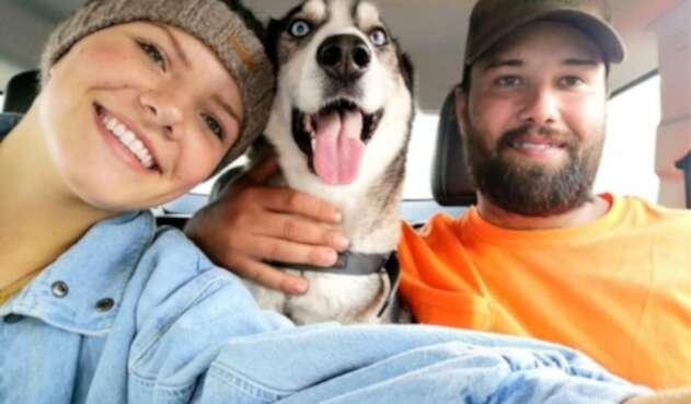 Mackenzie, Mike Plas y el perro