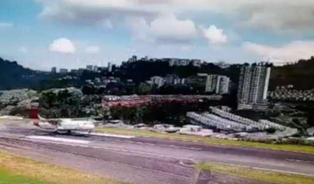 El aterrizaje de un avión en Manizales