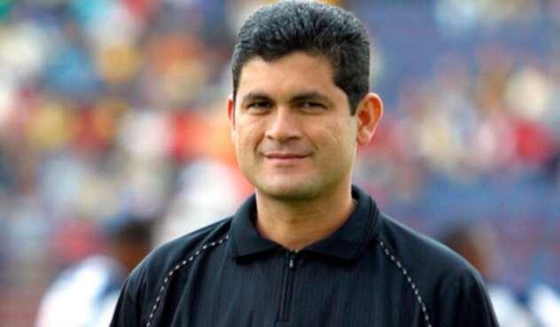 Óscar Julián Ruíz, instructor arbitral
