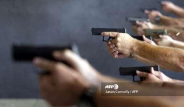 Profesores en la Florida podrán usar armas en caso de tiroteos